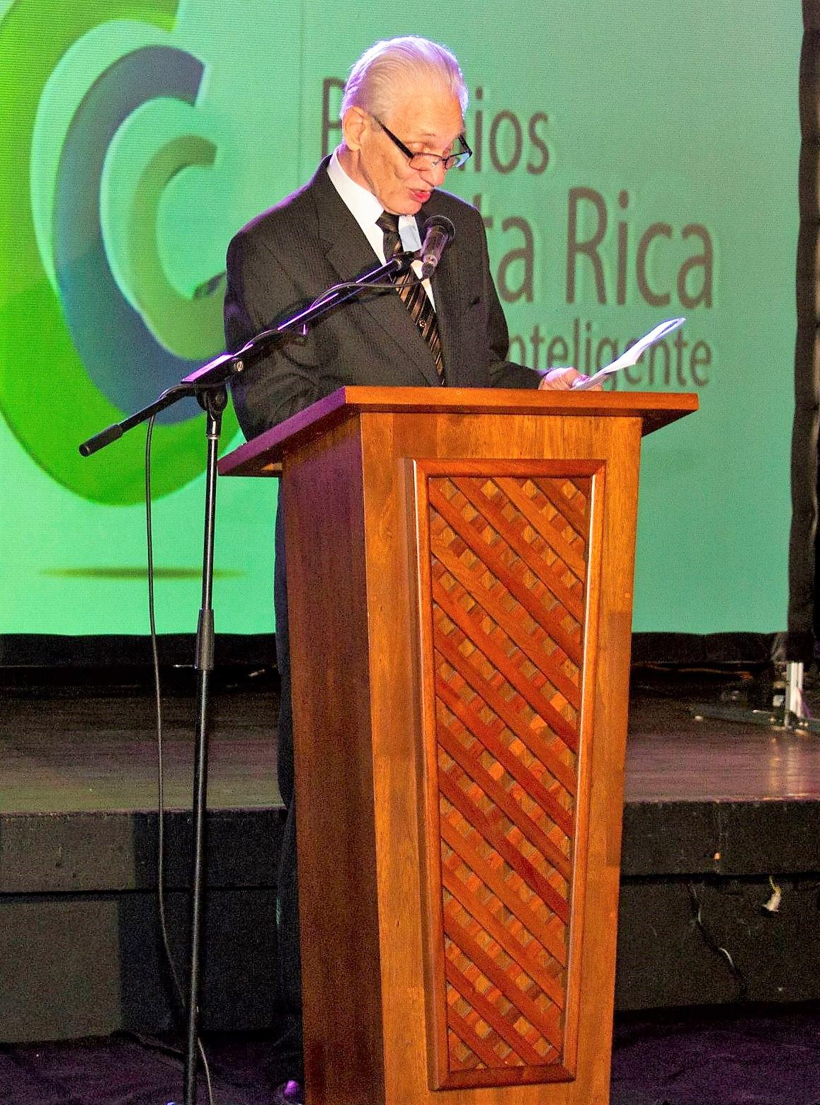 CAMTIC le rindió homenaje a Richard Beck en la entrega de los Premios Costa Rica Verde e Inteligente del 2013 por su trayectoria.