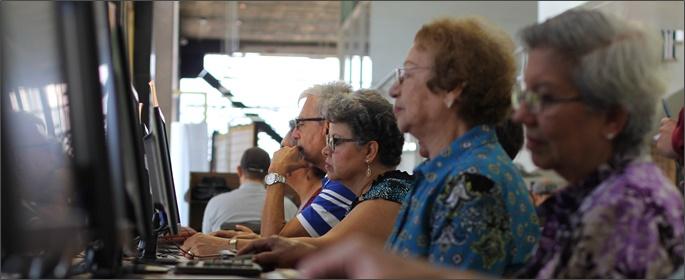 Abuelos digitales: educación tecnológica para el adulto mayor